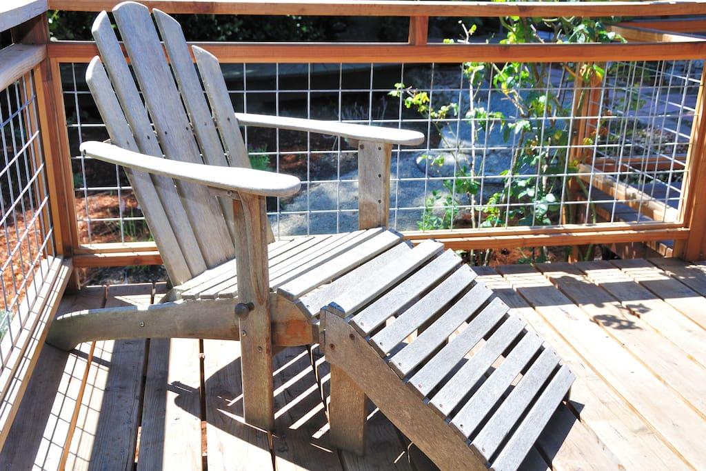 Cottage deck chair