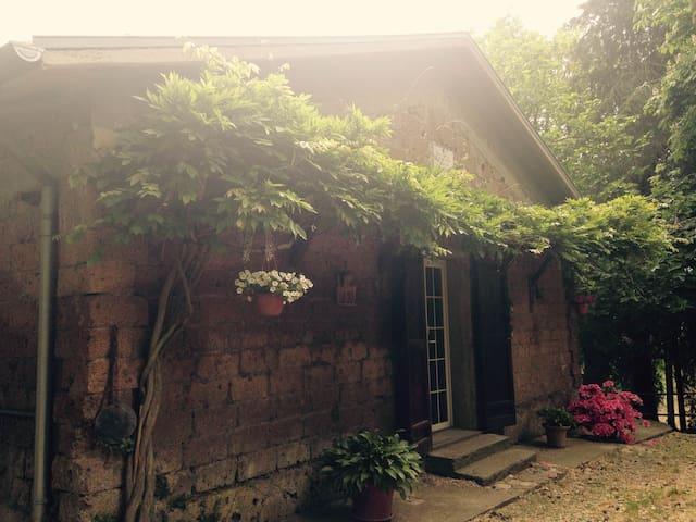 Sulla via Francigena - Onano - Haus