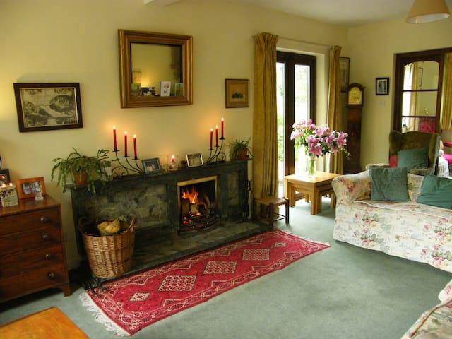 A comfy double room with gardenview -  Inch, Gorey