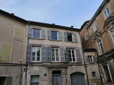 Studio très calme intra-muros Avignon