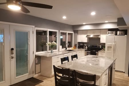 Old Town Scottsdale Townhouse - Newly Remodeled - 斯科茨代尔 - 连栋住宅