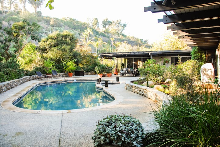 Majestic Mid-Century Family Hideaway
