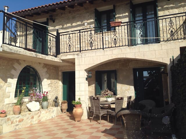 Renovated Stone house - Preveliana, Heraclion - Casa