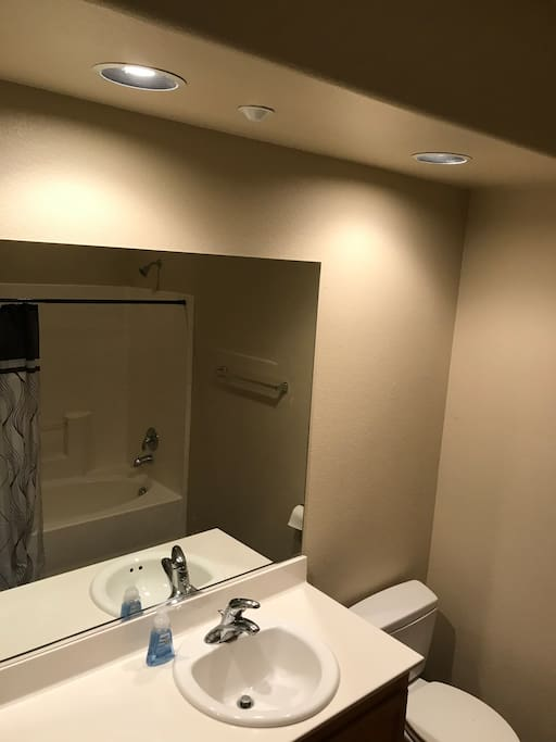 West Lv Master Bedroom With Garage And Wifi Townhouses For Rent In Las Vegas Nevada