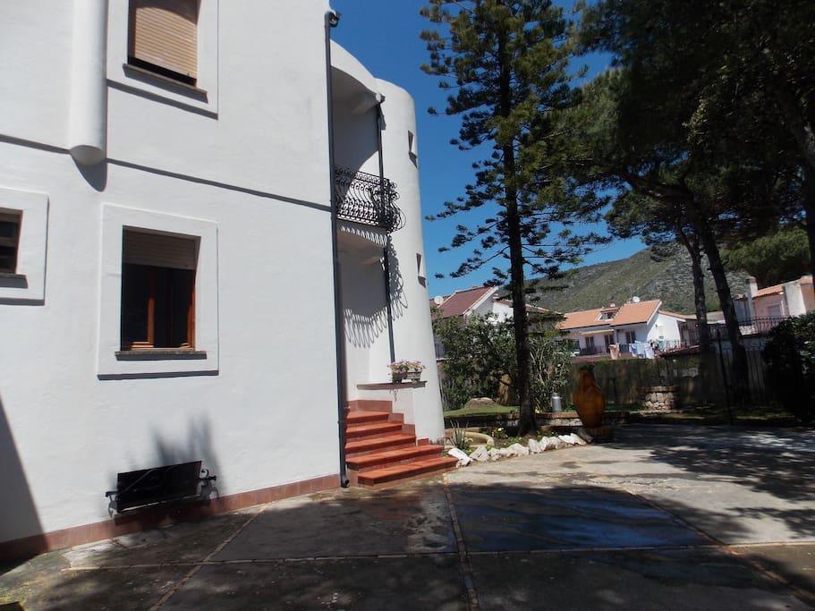 Villa Clara, il cortile d'ingresso.