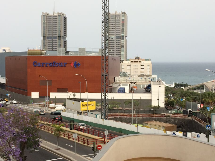 Vista al mar y muy cerca de centro comercial.