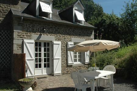 Gite de caractère à la campagne - Saint-Aubin-de-Terregatte