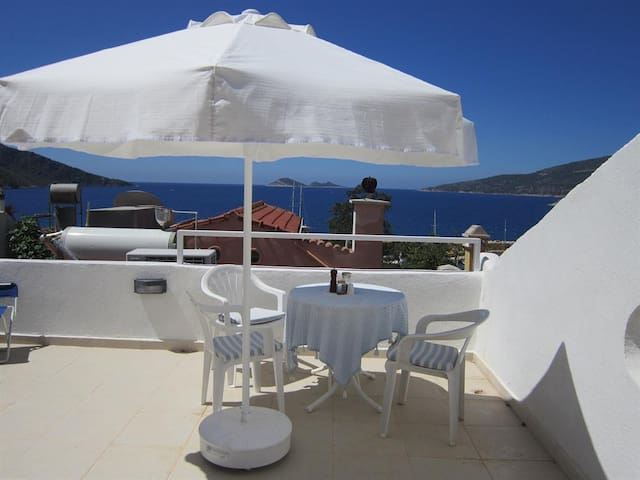 Old Village Apartment with Sea View - Kalkan - Appartement