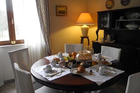 STANZA SINGOLA - Casciago - Bed & Breakfast