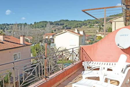 Holiday apartment with 2 bedrooms on 75m² in Le Beausset