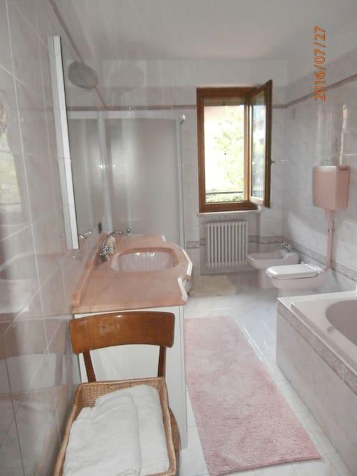 Stanza matrimoniale con bagno privato townhouses in - Stanza con bagno privato roma ...