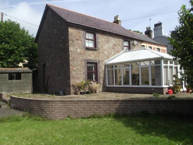 Sidney Cottage Bangor WiFi Sleeps 6 - Bangor - Maison