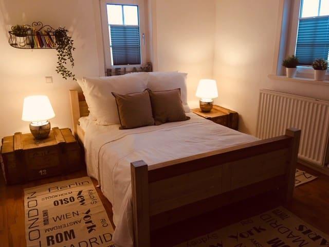 ...Schlafzimmer 1...