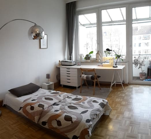 Cosy room with balkony - Close to fair/CeBIT - Hannover - Apartment