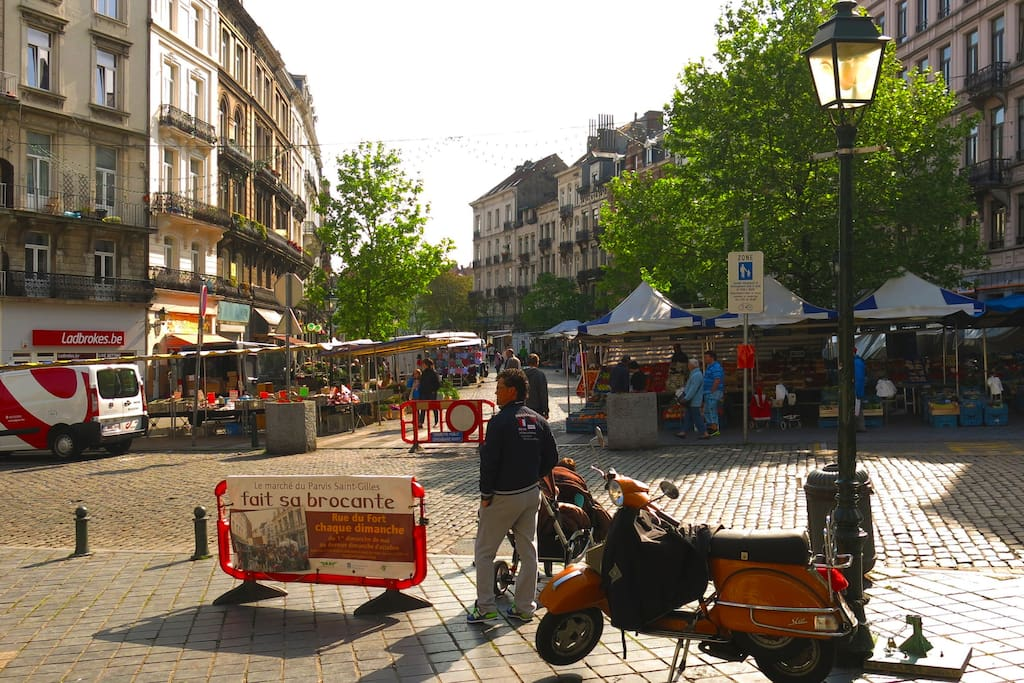 Markets and Bars of Parvis St-Gilles at your doorstep.