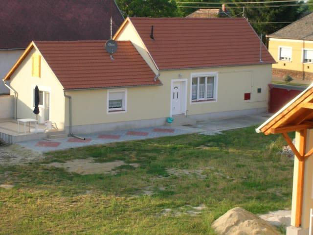 Haus  mit Garten in Thermenregion - Szakony - House