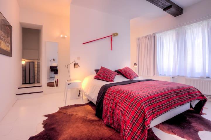 Grande Chambre Design /Centre-Ville - Mons - House