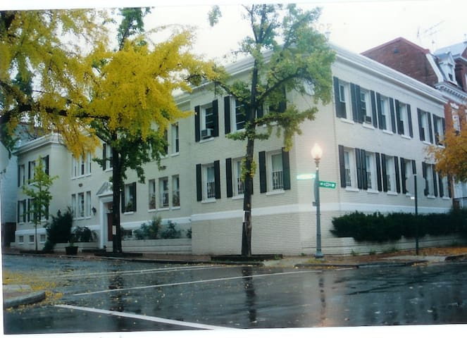 Epicenter of Georgetown!! - Washington - Apartment