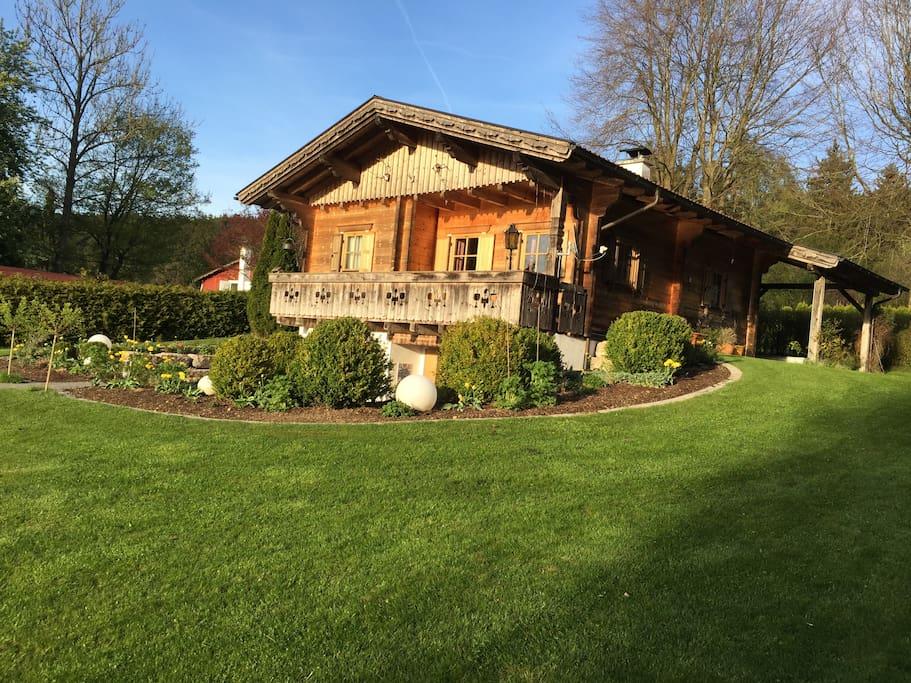Idyllisches holzblockhaus chalet in affitto a for Piani di cabina di tronchi di 2 camere da letto