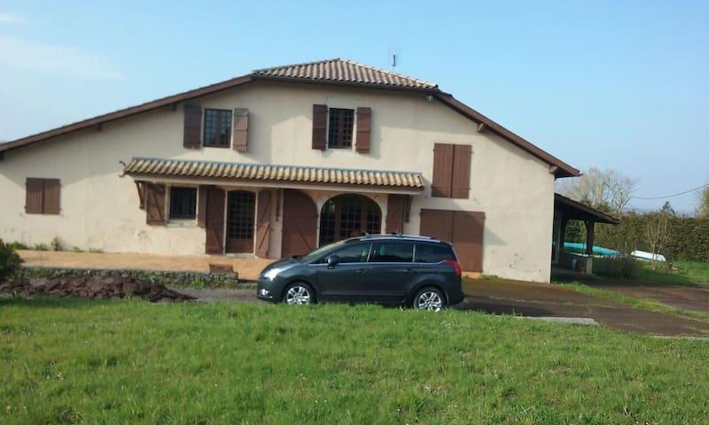 Appartement indépendant et piscine - Guiche - Dom