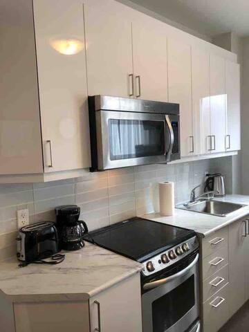 Cozy toronto flat with deck(Trinity Bellwoods)
