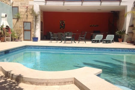 Self-catering apartment with pool - Tarxien