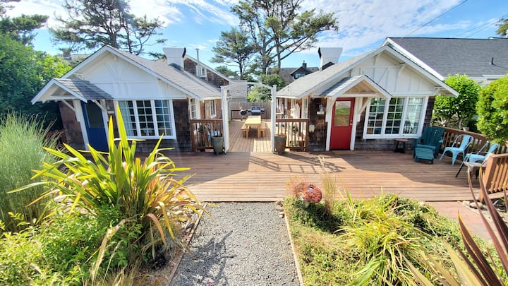 2 Private cottages 1/2 block to beach and Prom!