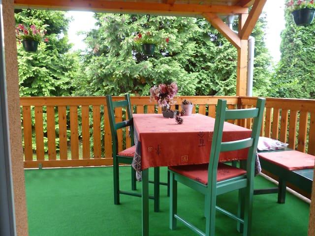chata u lesa nedaleko Prahy - Říčany - Bungalow