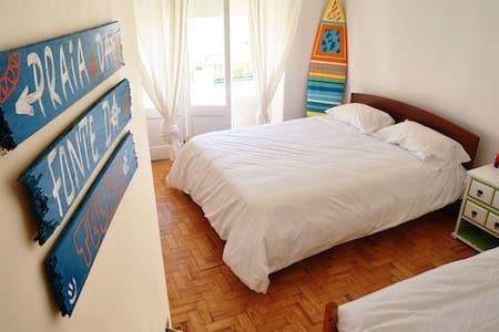 Gota dÁgua Surf Camp - Twin Bed + 1 - Costa da Caparica