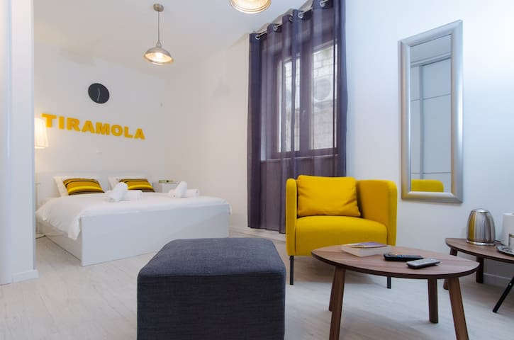 Tiramola White Room in the heart of the old town! - Trogir - Huis