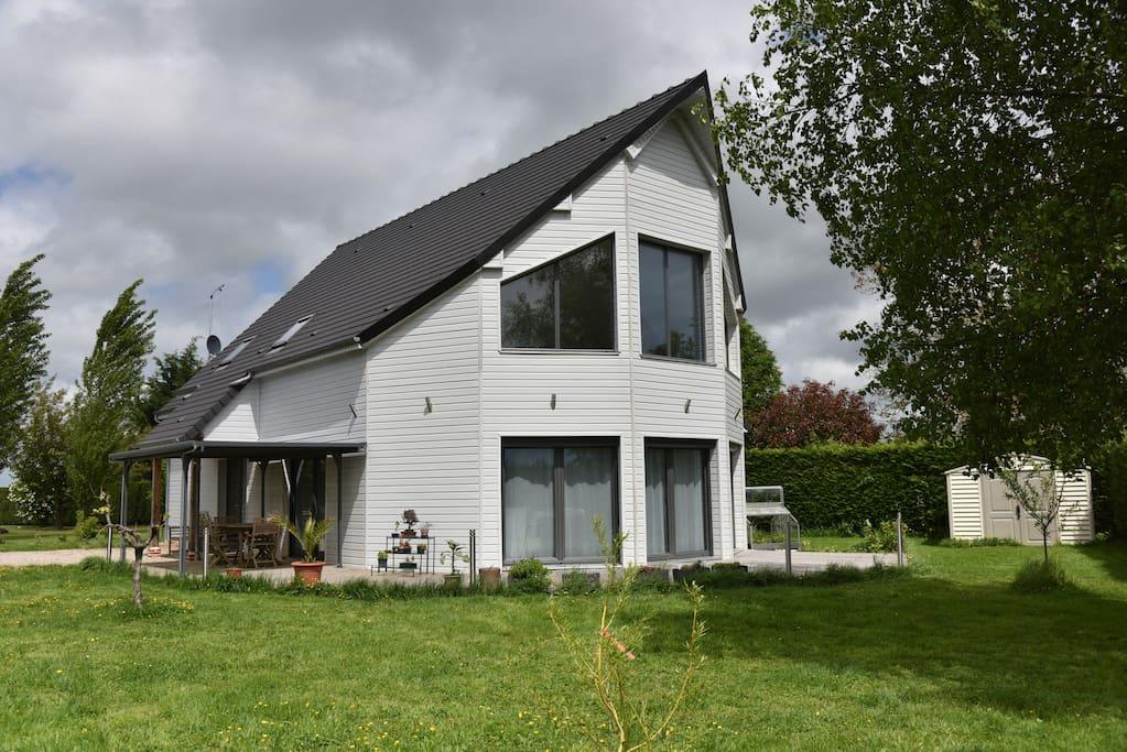 Espace privatif dans maison moderne maisons louer for Maison moderne normandie