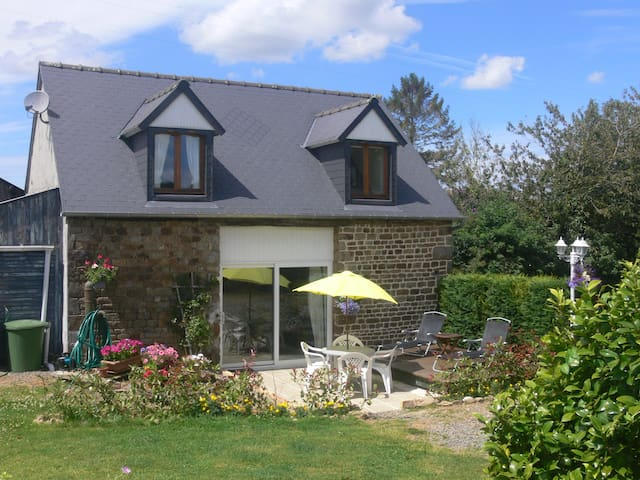 B&B with Pool Nr. Le Mont St Michel - Isigny-le-Buat