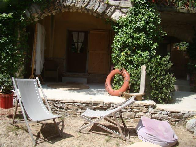 Chambres au jardin en bord de mer