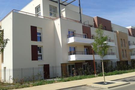 Gite proche de Paris et Disneyland + parking s/sol - Lieusaint - Wohnung