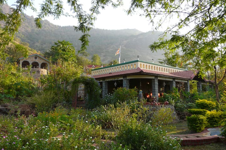 Romantic cottage at Kamarajar Lake