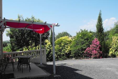 Gite d'été  avec vue dans villa - Wohnung