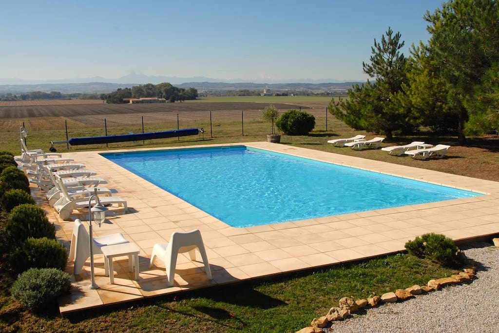 Secure 14x7m pool with Pyrenean views