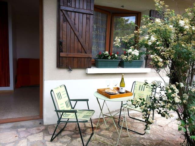Petit STUDIO proche Taizé / Cluny - Cormatin - Huis