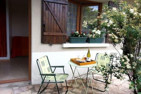 Petit STUDIO proche Taizé / Cluny - Rumah