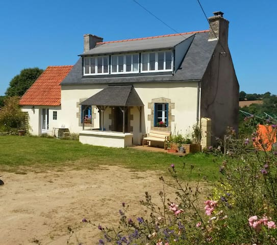 Country Cottage near Morlaix/Sea. - Plouégat-Moysan - Huis