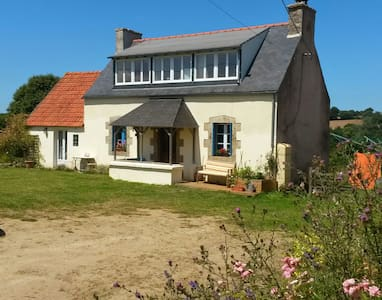 Country Cottage near Morlaix/Sea.
