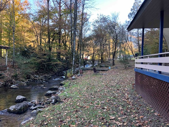 The STUDIO ~ Stream-Water Front ~ Great Smoky Mtns