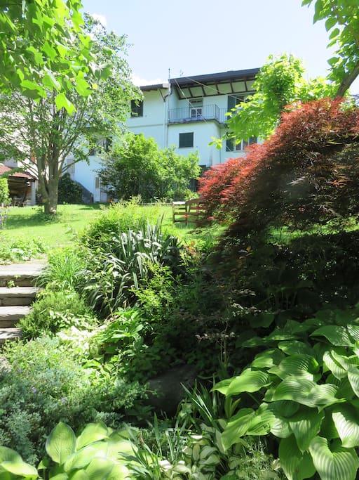 La casa vista dal giardino