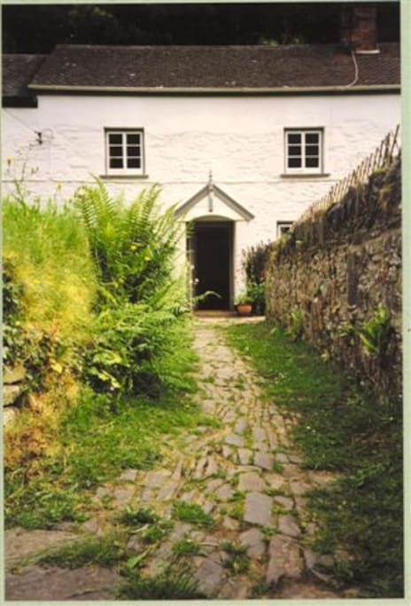 Path to cottage