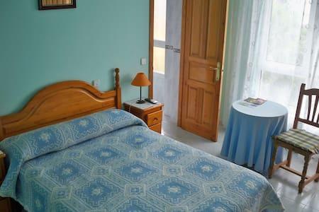 Habitación con baño en bonita villa - San Vicente de la Barquera