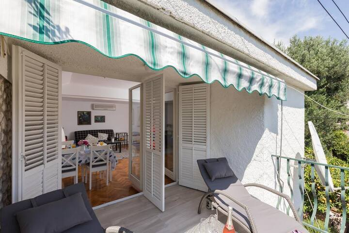 Dubo - One Bedroom Apartment with Balcony