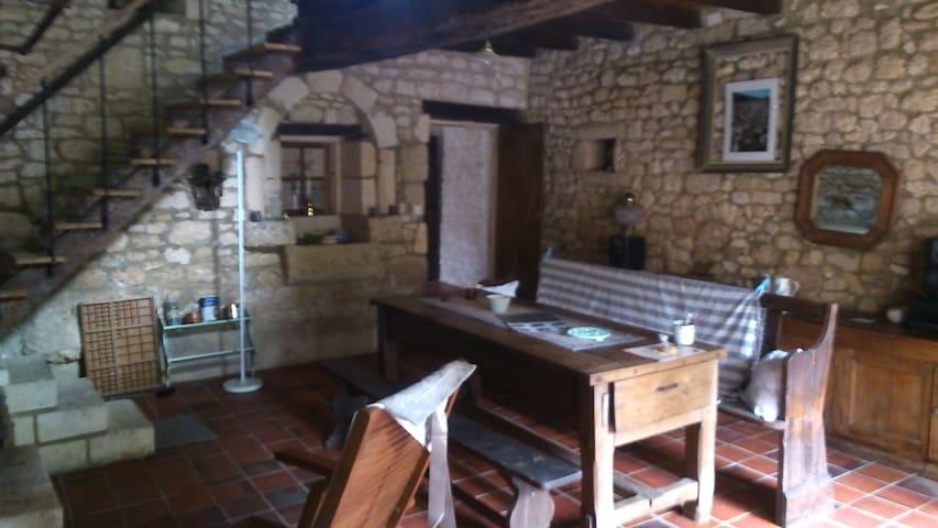 Maison ancienne atypique - Saint-Porchaire - Casa