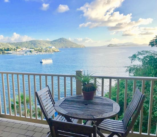 Private Apt with Ocean View Balcony