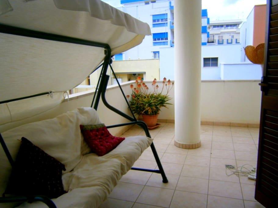 parte posteriore del terrazzo, dove affaccia la stanza con i 3 letti