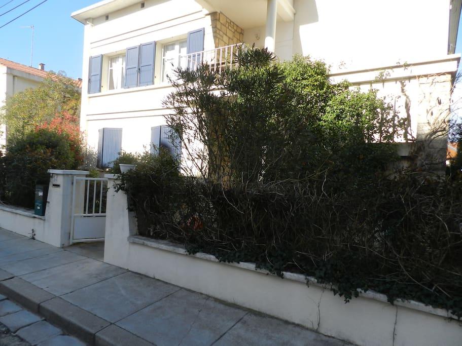 Maison rdc jardin terrasse arceaux townhouses for rent for Maison arceaux montpellier
